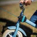 Ľahký a kompaktný navijak pre detské bicykle a odrážadlá, ktorý upevníte na rám detského bicykla a ak ho práve nepoužívate môžete ho nechať dieťaťu na bicykli.