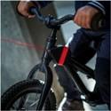 Kompaktný a štýlový naviják s mechanickým ovládaním Vám umožní ťahať dieťa na bicykli pri náročnejších úsekoch počas spoločnej jazdy na bicykli.